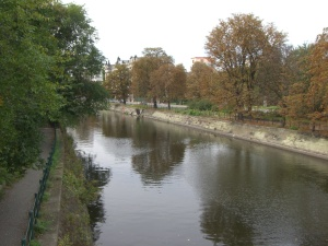 Early autumn along the banks of the Landwehrkanal in Berlin
